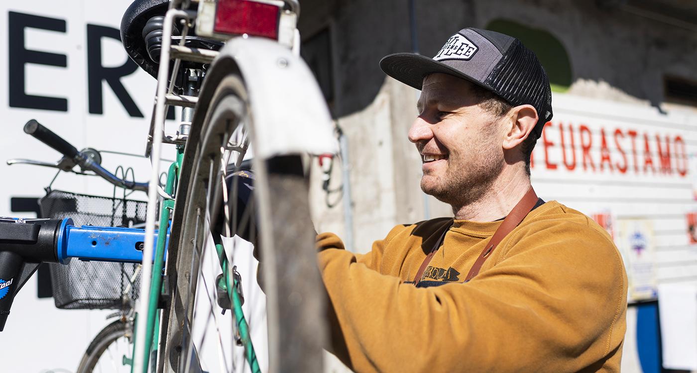 Liiterin palvelut kiinnostivat Lumo-asukkaiden pyörähuoltotapahtumassa