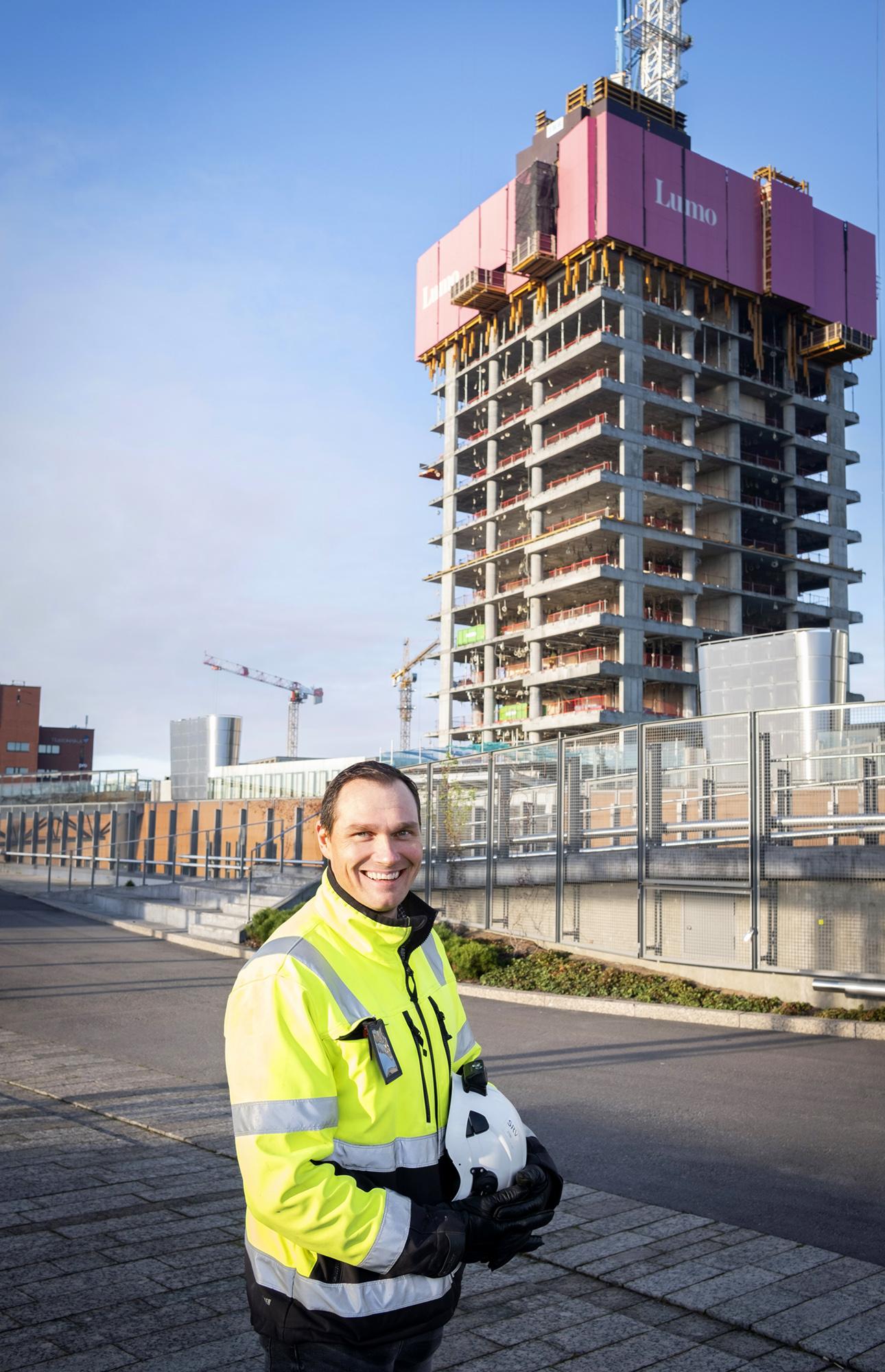 Lumo One -työmaan valvoja Antti Ruposelle pilvenpiirtäjän rakentaminen tarjoaa tilaisuuden työskennellä uusien rakennustekniikoiden parissa.